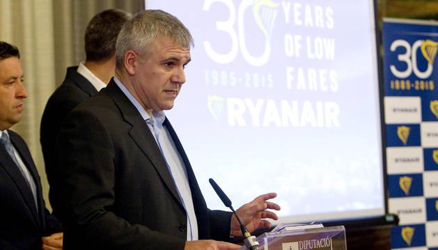 José Espartero, de Ryanair, durante la presentación de los vuelos en Castellón.