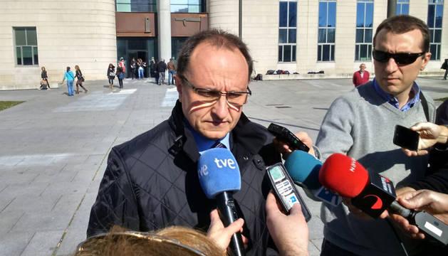 Ardanaz responde a los periodistas tras su declaración.