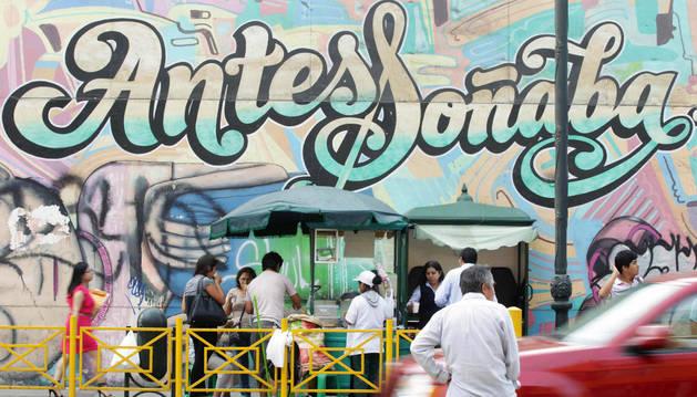 Mural en una calle del centro de Lima.