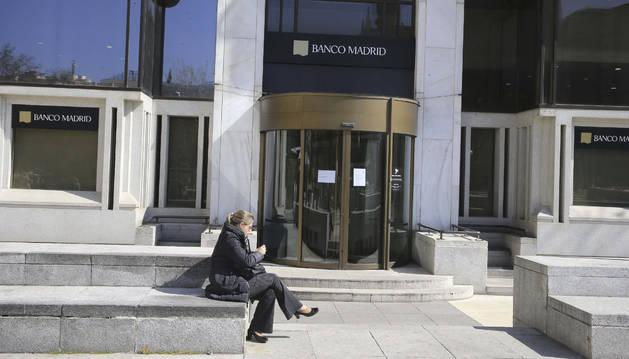 Miles de clientes atrapados en el 'corralito' de Banco Madrid