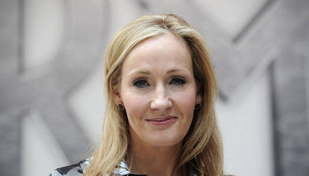 La escritora J.K. Rowling vuelve a tirar de pseudónimo