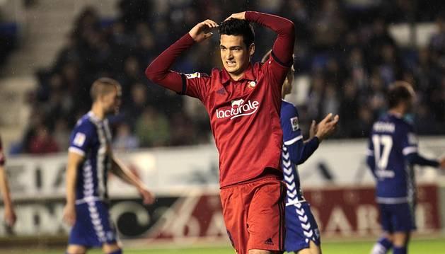 Encuentro correspondiente a la Jornada 24 de la Liga Adelante, temporada 2014/2015, disputado en el estadio de Mendizorroza entre Osasuna y Alavés, con victoria de los locales por 3-0.