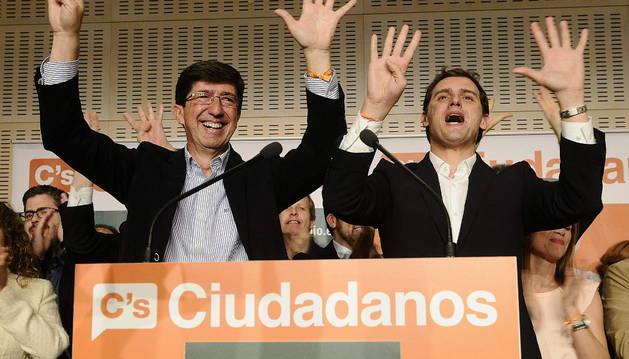 El candidato de Ciudadanos a la Presidencia de la Junta de Andalucia, Juan Marín (i), acompañado por el lider nacional, Albert Rivera