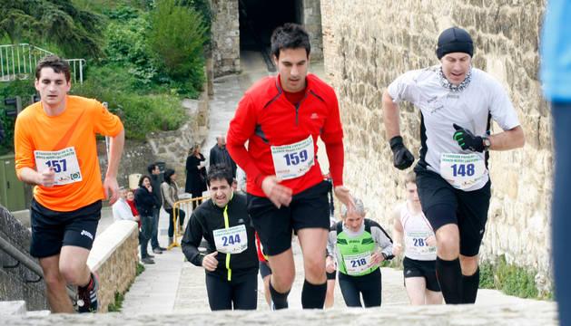 Estella acogerá el sábado por la tarde la II Carrera Popular Iranzu. En la foto, corredores el año pasado.