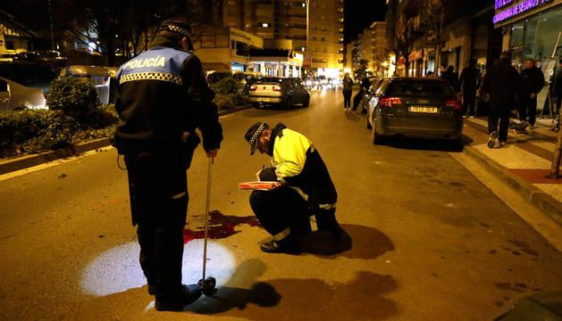 Agentes municipales atienden un accidente en Tudela.