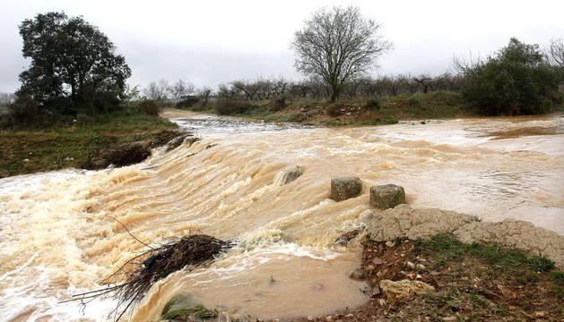 Un barranco repleto de agua en Cabanes, Castellón.