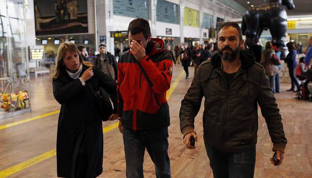 Familiares de los pasajeros del avión Airbus A 320, a su llegada al aeropuerto de Barcelona