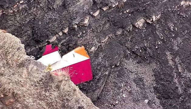 Los helicópteros de rescate han localizado restos de fuselaje y algunos cuerpos en la zona en la que se estrelló un avión de la compañía Germanwings en el departamento de Alpes de Haute Provence con 150 personas a bordo.