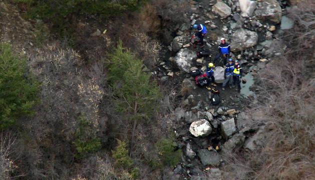 Imagen ofrecida por el Ministerio del Interior galo de las labores de rescate de las víctimas del avión siniestrado.