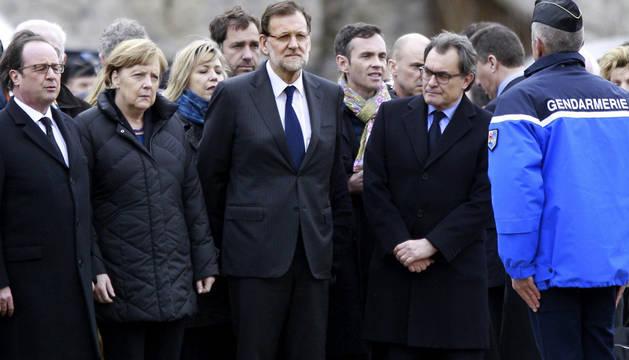 El presidente francés, Francois Hollande, junto a la canciller alemana, Angela Merkel, el presidente del Gobierno español, Mariano Rajoy, y el presidente de la Generalitat de Cataluña, Artur Mas, en la localidad de Seyne-les-Alpes