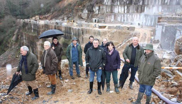 Visita de parlamentarios a las canteras de Alkerdi en enero.