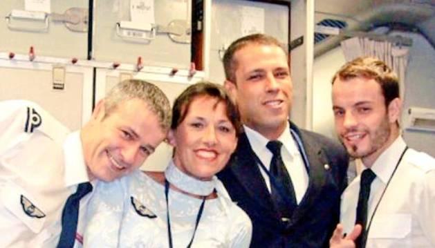 Andreas G. Lubitz, el primero de la derecha, con otros compañeros de la compañía.