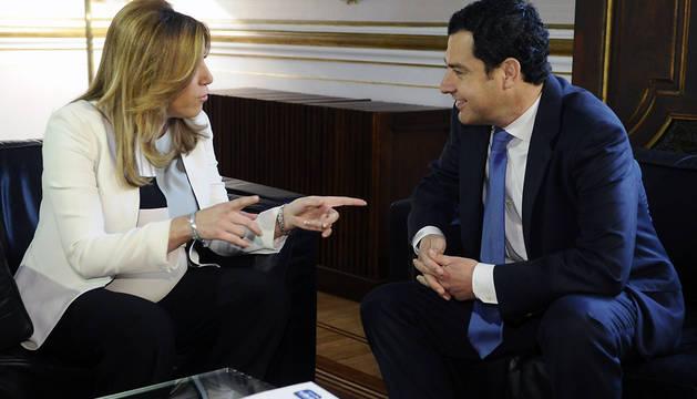 Susana Díaz, durante su reunión con el líder del PP en Andalucía, Juanma Moreno.