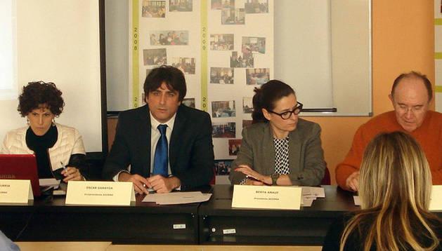 Desde la izda., María Iturria, gerente; Óscar Garayoa, vicepresidente; Berta Anaut, presidenta; y Juan Campos, secretario.