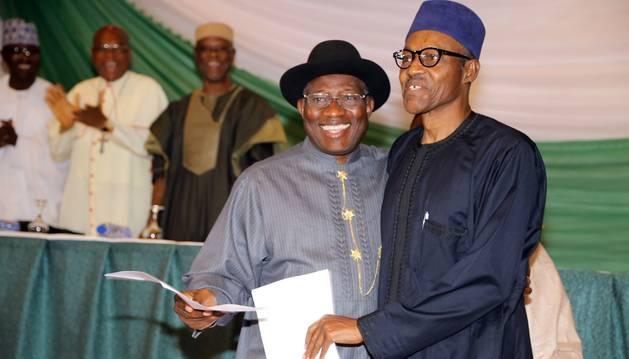 Johnatan y Buhari, en la firma del acuerdo.