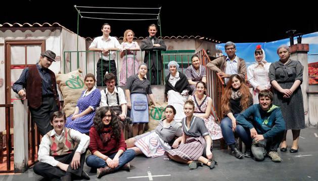 Integrantes del grupo de teatro Valle del Ebro.