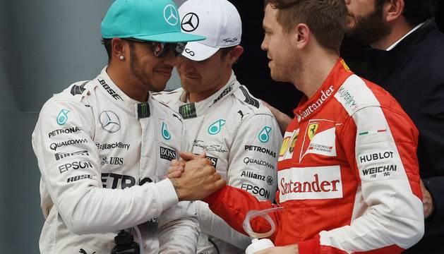 Vettel felicita a Hamilton, este sábado en Sepang