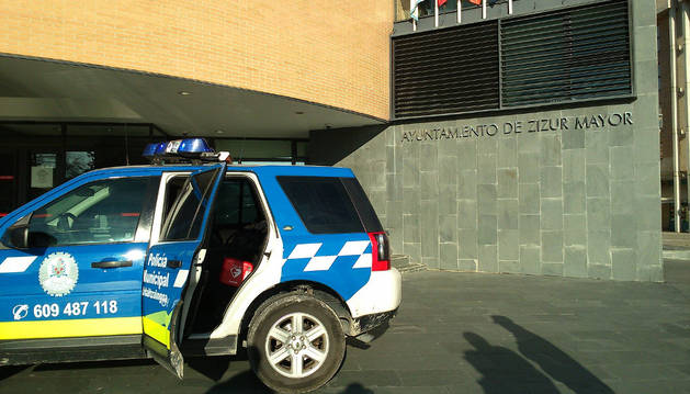 Policías de Zizur Mayor reaniman a un hombre que sufrió un infarto