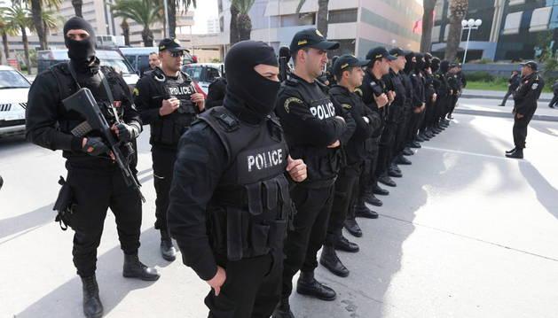 Matan a 9 terroristas del grupo que atacó el museo de Túnez