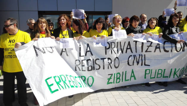 Concentración contra la privatización del Registro Civil