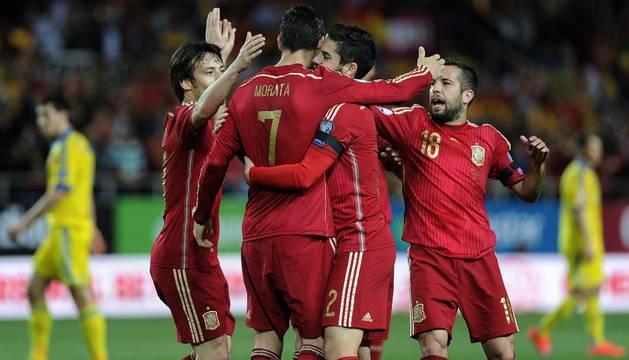 La selección celebra el gol de Morata