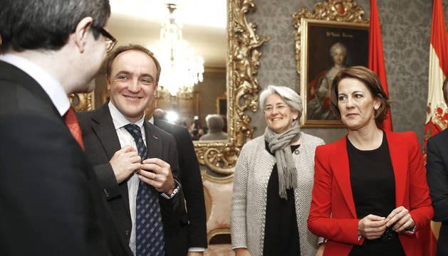 Barcina, con el candidato Esparza, y los consejeros Iribas y Goicoechea.