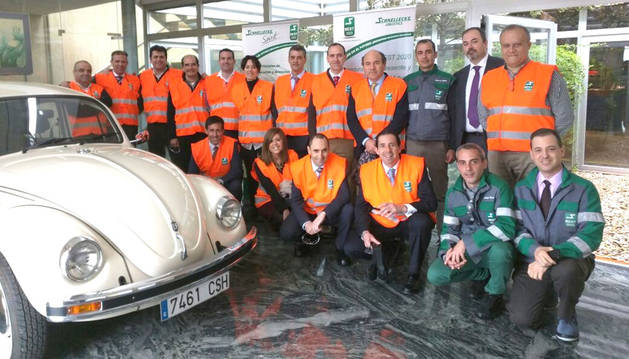 Miembros del Clúster de Automoción en un encuentro en Schnellecke Logistics