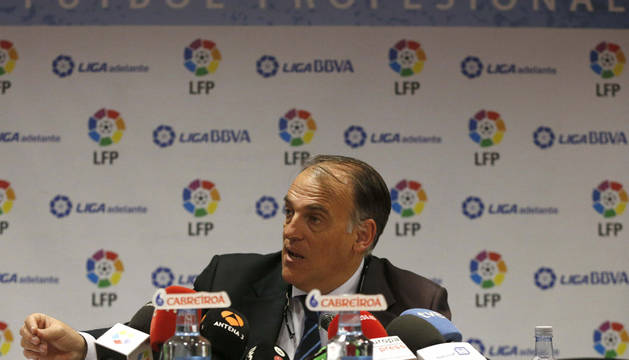 El presidente de la Liga de Fútbol Profesional, Javier Tebas, durante la rueda de prensa ofrecida para dar cuenta de las decisiones