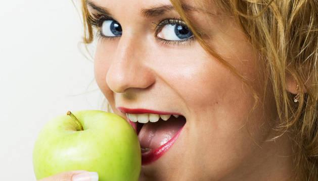 Una chica come una manzana.
