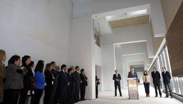 Mariano Rajoy pronuncia unas palabras tras la visita que ha realizado hoy a las obras del Hospital Universitario Marqués de Valdecilla.