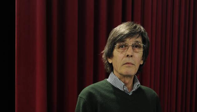 Juan Manuel Campo Vidondo, con varios ejemplares del libro.
