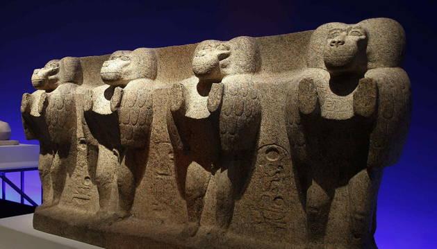 Babuinos de la base del obelisco oriental del templo de Luxor.