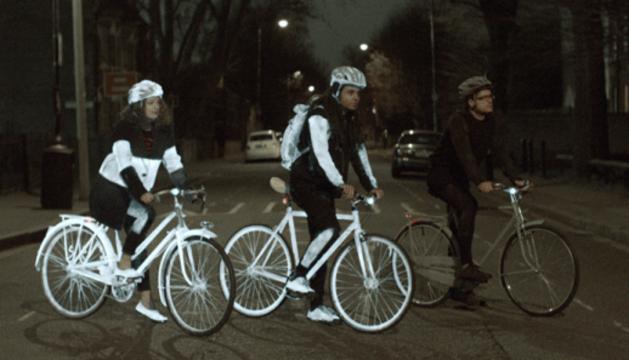 Efecto del Life Paint, visible en dos ciclistas