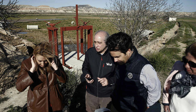El ministro del Interior, Jorge Fernández Díaz, durante la visita que ha realizado a la localidad navarra de Buñuel.