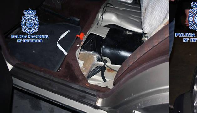 Imagen facilitada por la Policía Nacional de la droga camuflada en el interior de un coche.