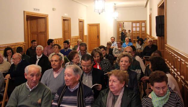 Los vecinos de Fitero llenaron el salón consistorial para la presentación del libro.