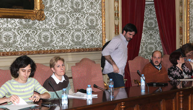De izda. a dcha., ediles de I-E Marisa Marqués, Ana Mª Ruiz, Eneko Larrarte y el socialista Alberto Cornago.