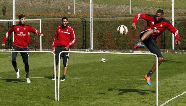 Lotiès, durante el entrenamiento de Osasuna