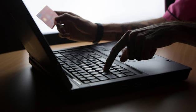 Policía Nacional alerta de nuevas estafas a través de Internet.