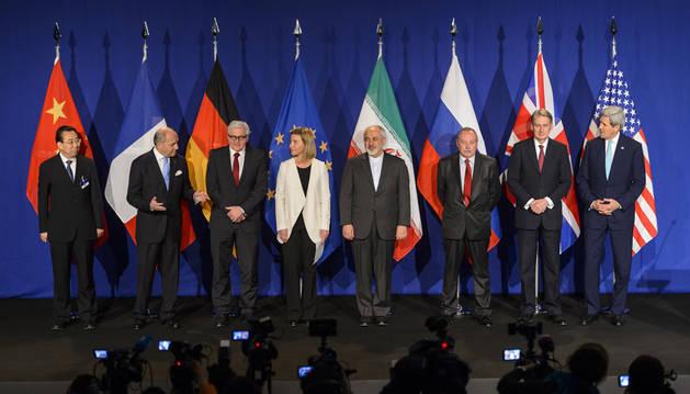Los representantes del 5+1 e Irán anuncian el acuerdo.