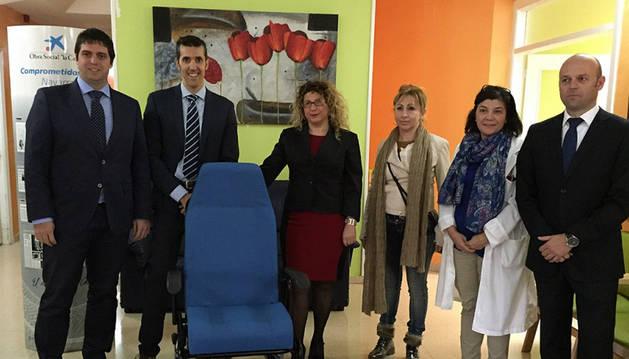La Caixa dona un sillón con ruedas a la residencia