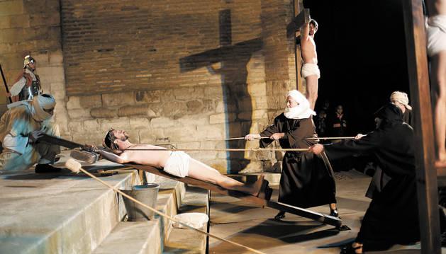 Casi 100 tudelanos reviven la Pasión de Jesús