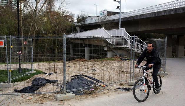 Aspecto de las obras de la nueva pasarela de San Jorge, paralizadas desde el mes de febrero.
