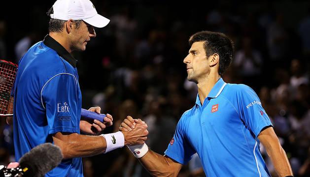 Djokovic se cita con Murray en el asalto del quinto título en Miami