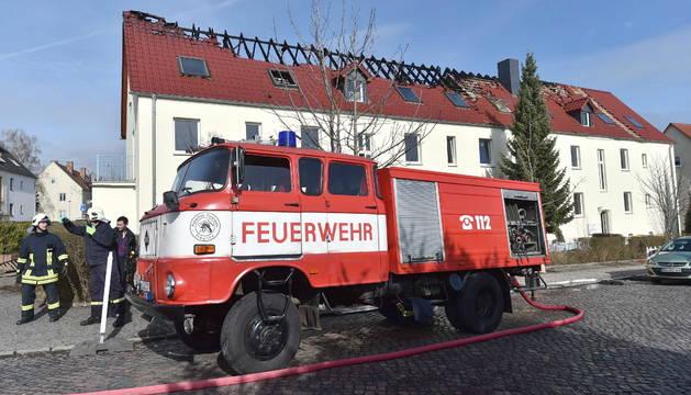 Incendio en un albergue de asilados alemán amenazado por los neonazis