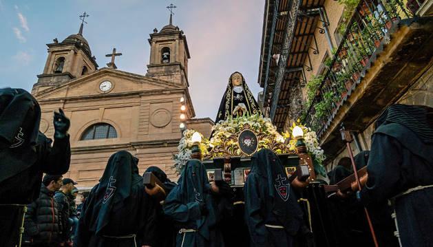 Estella disfrutó en Viernes Santo de una procesión multitudinaria
