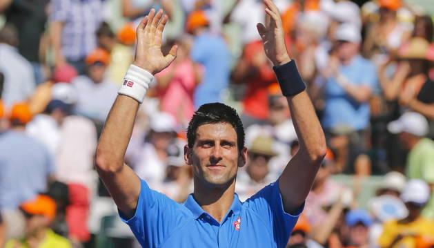 Djokovic celebra su quinto título en Miami