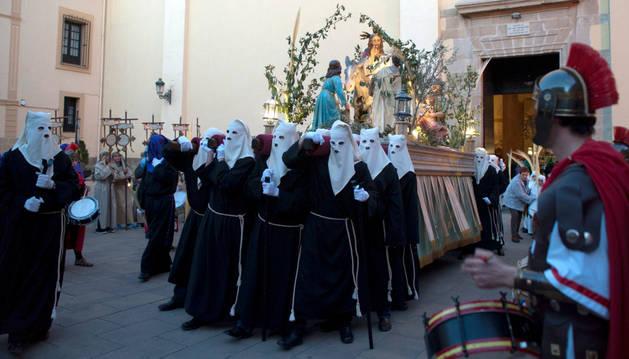 600 personas forman la procesión de Viernes Santo en Peralta