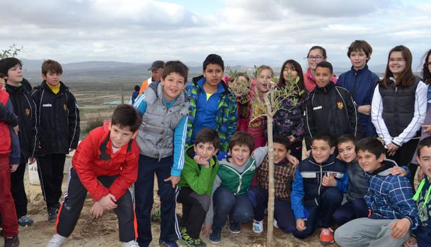 Los alumnos de entre 4º y 6º de Primaria se desplazaron hasta el mirador sobre el Ebro.