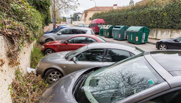 La dificutad para encontrar plazas de aparcamiento en Beloso es patente.